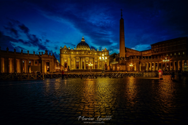 IMG_5211-Piazza San Pietro in the night